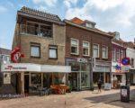 Weleer het begin van de Weerstraat - het pand naast de winkel van Spies is een kwarteeuw geleden opgesplitst in twee winkels