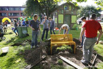 Aanleg speeltuin de Mees tijdens Burendag 2016