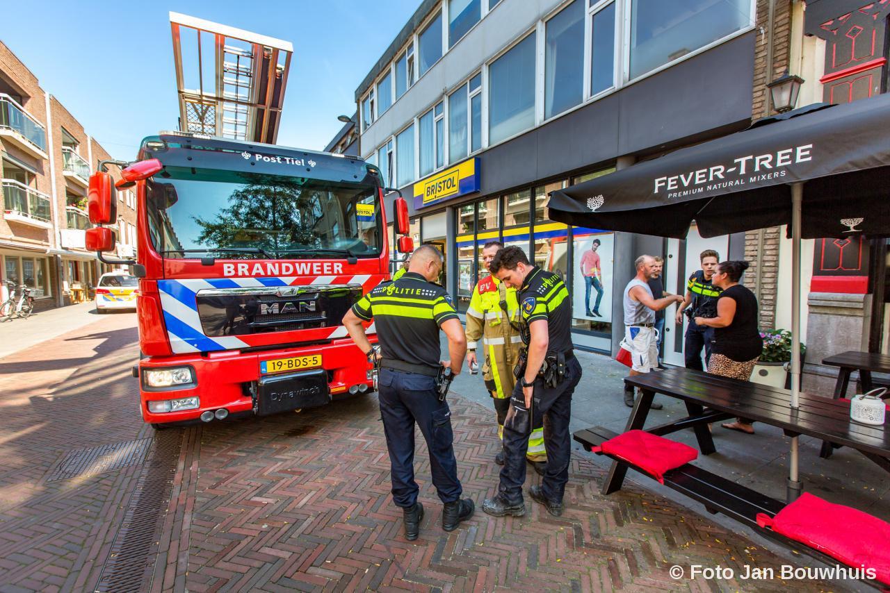 Kat Tompoes Gered Door Politie En Brandweer Tiel De Tielenaar