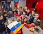 Tiel, 2 maart.  'Ik neem je mee ' is de naam van de tentoonstelling die de leerlingen van groep acht van de Prins Willem Alexanderschool locatie West in het Flipje en Streekmuseum maken. Voorbereiding van een expositie met zelf meegebrachte stukken.