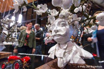 Tiel, 7 april.  Presentatie-avond van alle Fruitcorso-maquettes in schouwburg Agnietenhof.