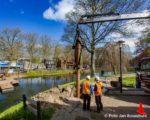 Tiel, 20 april. Het maken van de fundering tbv de nieuwe voetgangersbrug over de gracht.