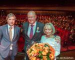 Tiel, 21 april. Koninklijke Onderscheiding voor de heer Wymenga tijdens zijn afscheidssymposium in Agnietenhof, als Lid van de Raad van Bestuur van Ziekenhuis Rivierenland