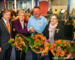 Tiel, 26 april.  Koninklijke Onderscheiding voor Mevrouw E. van Til-van den Brenk (l),  De heer F.C. Bennis en Mevrouw C.M. de Bolster-Moret.