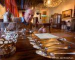 Tiel, 15 januari.  Peter Schipper heeft afscheid genomen van het Flipje en Streekmuseum. Gedurende 38 jaar heeft hij daar oa als conservator gewerkt.