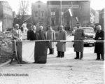 De officiële opening van de Damstraat in 1954 door burgemeester Cambier van Nooten