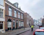 De Gasthuisstraat - links van de wielrijder de locatie van het voormalige brandweerhuisje.