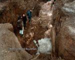 Opgravingen in 1998 mogelijk op de plaats waar de pomp stond