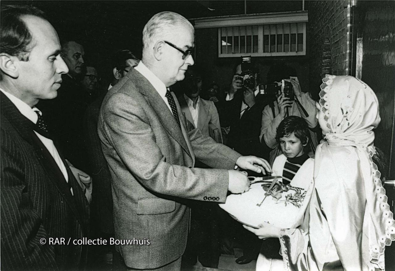 pater Coopmans bij de opening van de moskee aan de Agnietenstraat