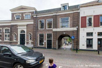 Agnietenstraat 26, Het Klooster, links van de Poort