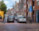 Volgens ondernemer Gerard van Ooijen zou een deel van de oplossing zijn het verplaatsen / opheffen van de parkeerplaatsen