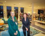 Bibliotheek. Vertrekkende directeur, Gaby Lafeber (links) en Lidy Vos