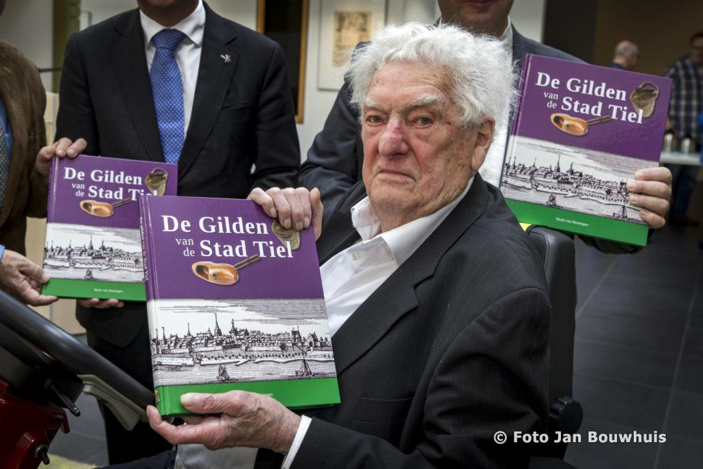 Huub van Heiningen op 5 juli 2017, tijdens de presentatie van zijn laatste boek in het Regionaal Archief Rivierenland